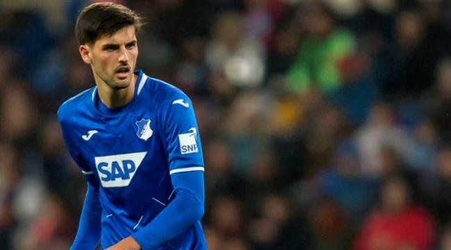 Eşinin doğum yaptığını öğrenen Hoffenheim'lı Grillitsch, maçı bırakıp hastaneye gitti