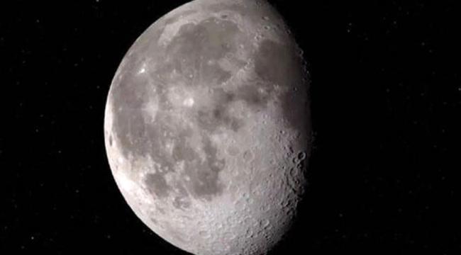 İlk defa Ay'ın Güneş gören yüzünde su bulundu