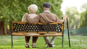 Resmi Gazetede Yayınlandı! Emekli Olma Yaşı Düşürüldü, Hemen Emekli Olabilirsiniz… Kaynak: Resmi Gazetede Yayınlandı! Emekli Olma Yaşı Düşürüldü, Hemen Emekli Olabilirsiniz…