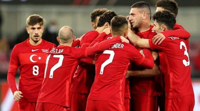 Sakatlığı bulunan Efecan Karaca, Sırbistan maçında takımdaki yerini alamayacak