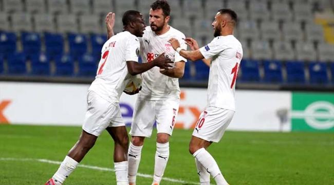 Sivasspor geriden gelerek Karabağ'ı 3-2 mağlup etti