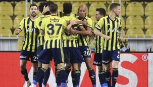 Fenerbahçe, evinde Başakşehir'i geriden gelerek 4-1 yendi