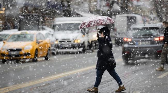 İstanbul'da kar yağışı öğleden sonra yeniden başlayıp pazartesiye kadar devam edecek