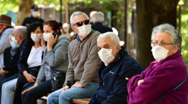 Sağlık Bakanı Koca'dan aşı tepkisi: 65 yaş üstü vatandaşların arasından yüzde 23,6'sı ne yazık ki aşısını yaptırmadı