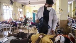 Koronanın kabusa döndüğü Hindistan'da yeni hastalık! Doktorlar binlerce hastanın gözlerini oydu
