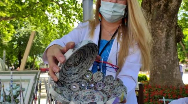 Çöpe atılacak gazeteden sepet yapıp, tanesini 100 liradan satıyorlar