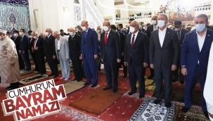 Cumhurbaşkanı Erdoğan, Kurban Bayramı namazını KKTC'de kıldı