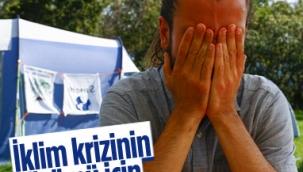 Almanya'da bir grup, iklim krizine farkındalık için açlık grevinde