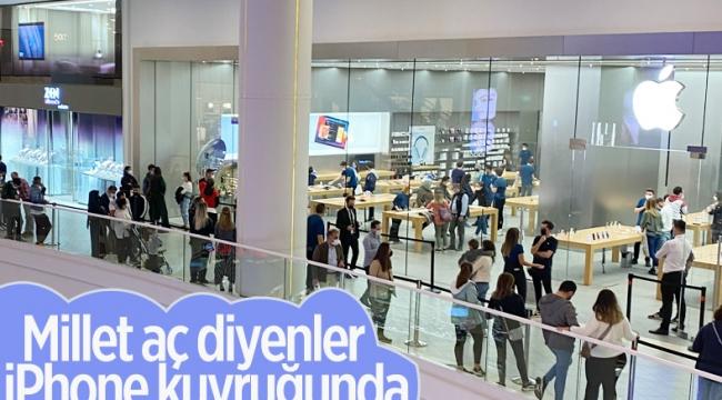 İstanbul'da Apple mağazasında iPhone kuyruğu